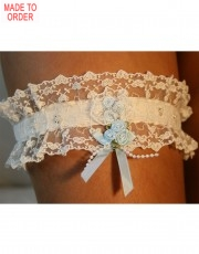 Soft Ivory Lace Garter by DIKI